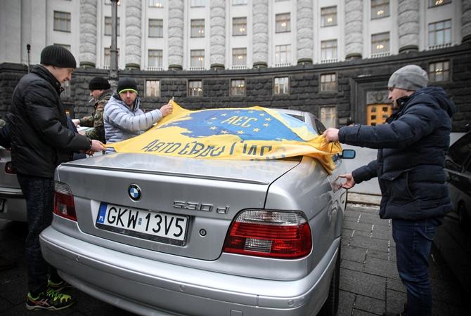 Водители машин синостранной регистрации блокируют Кабмин