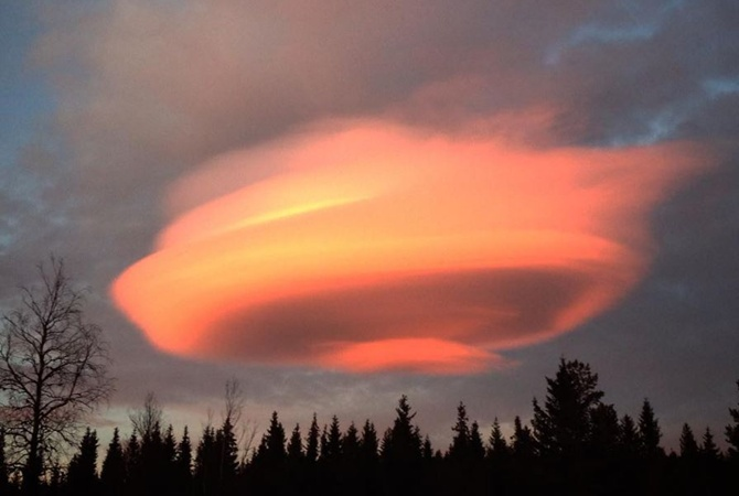ВШвеции над горнолыжным курортом появилось таинственное оранжевое облако