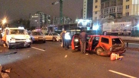 СМИ проинформировали детали массового ДТП, которое заблокировало движение напроспекте Победы
