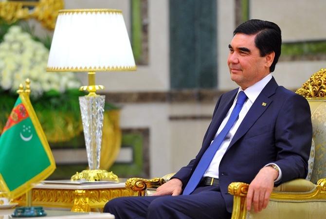 Президент Туркменистана спел песню «Счастья луч» перед избирателями