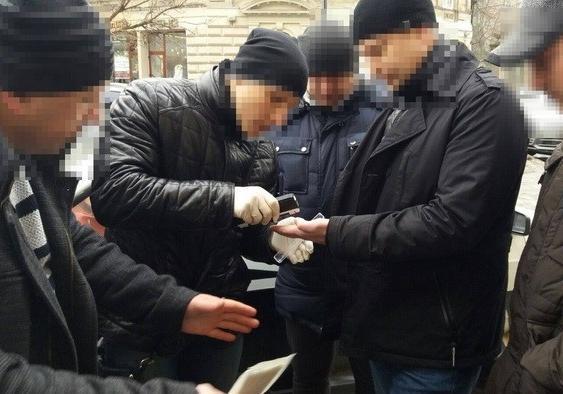 ВоЛьвове таможенников задержали впроцессе получения взятки