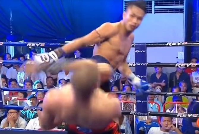 Кикбоксер изКиргизии впроцессе боя продемонстрировал трюк из«Матрицы»— YouTube ВИДЕО