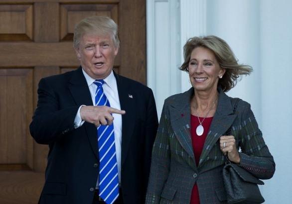 Демократы продолжат вести дебаты покандидату вминистры образования США