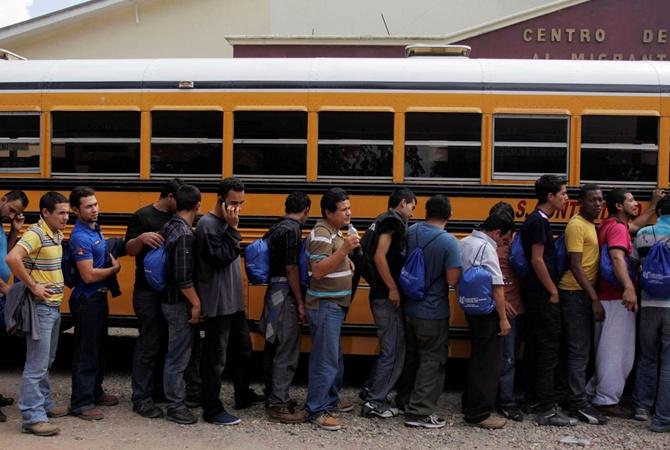 СМИ говорили о депортации неменее сотни нелегалов изсоедененных штатов