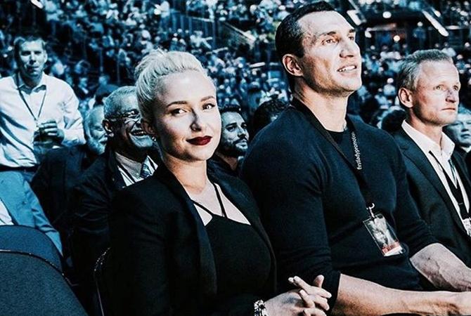 Невеста Кличко похвасталась подарком любимого наДень святого Валентина