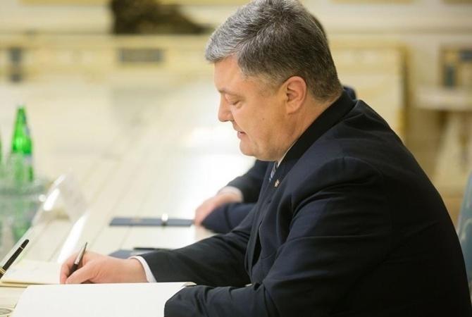 Порошенко разрешил блокировать сайты по решению суда Петр Порошенко