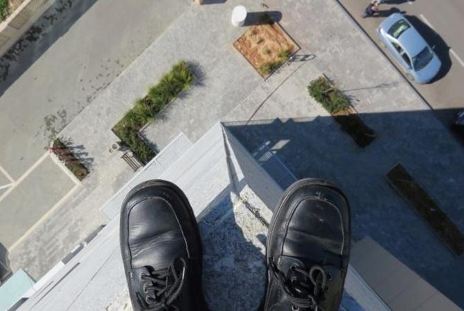 ВБорисполе 12-летний школьник выпрыгнул изокна 7-го этажа