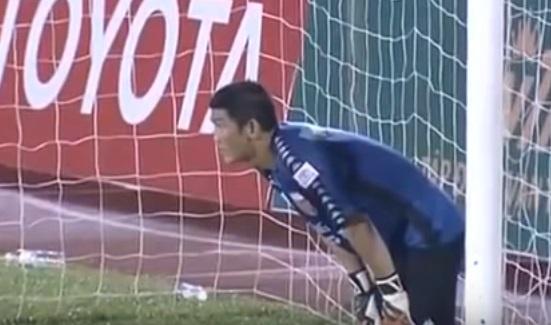 Вчемпионате Вьетнама голкипер умышленно пропустил три гола взнак протеста