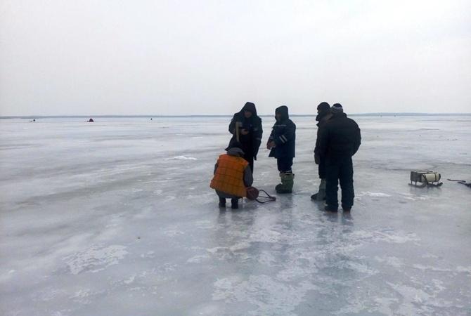 ВКировоградской области под лед провалились пятеро рыбаков, один умер