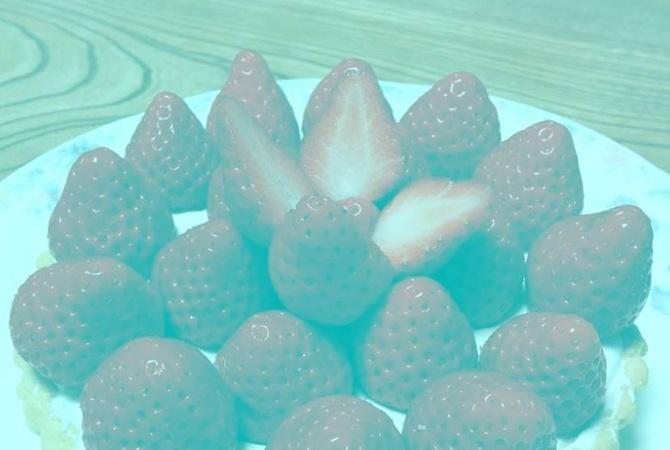 Интернет-пользователи спорят оцвете клубники— Новая фотозагадка