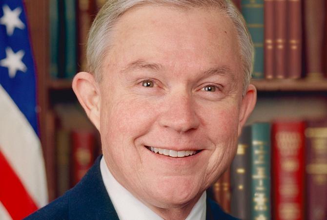 В съезде потребовали отставки генерального прокурора США из-за его контактов спосломРФ