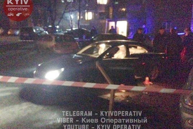 Появилось видео сместа расстрела предпринимателя идетей вцентре украинской столицы