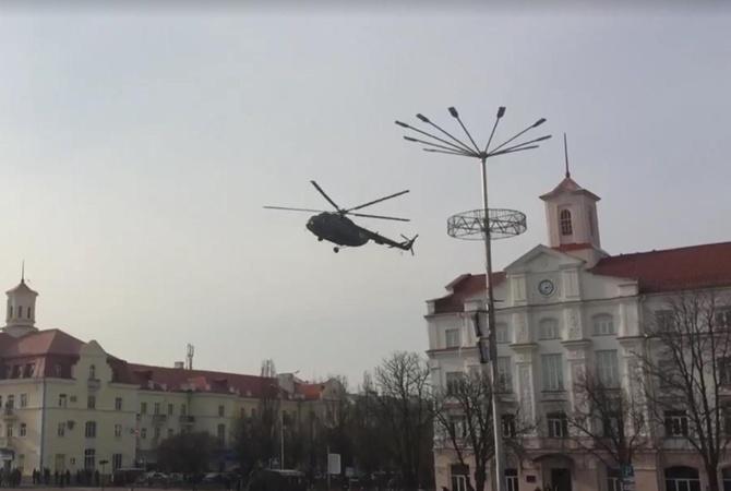 Авто для нищебродов: вертолет ВВС сел вцентре Чернигова, чтобы подобрать генерала