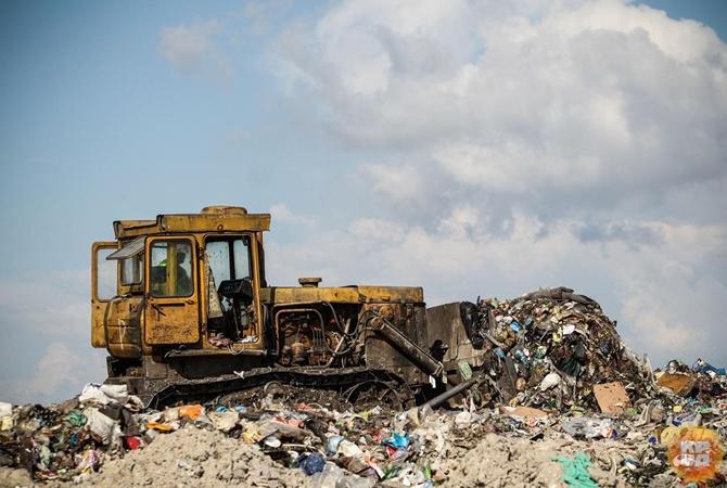 Под Кривым Рогом задержали фуры сльвовским мусором
