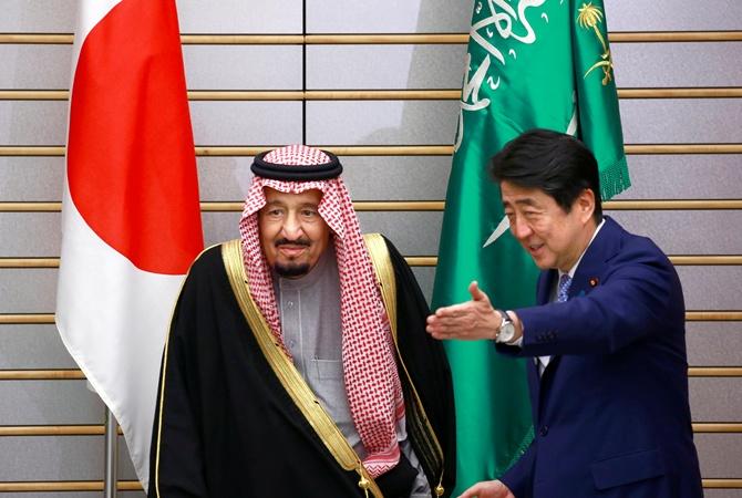 Саудовский монарх сосвитой прибыли вТокио на10 самолетах