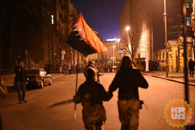 Спикер закрыла совещание Рады, взал вошли военные