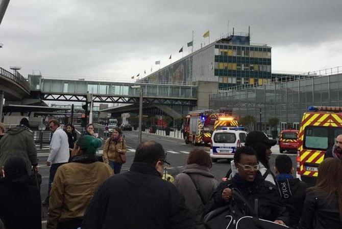 Ваэропорту Парижа задержали 2-го подозреваемого внападении навоенных