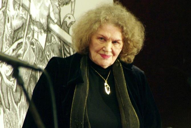 Порошенко иГройсман поздравили поэтессу Лину Костенко сднем рождения