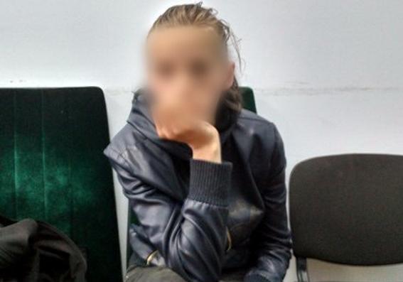 Милиция отыскала мать брошенных вколяске девушек