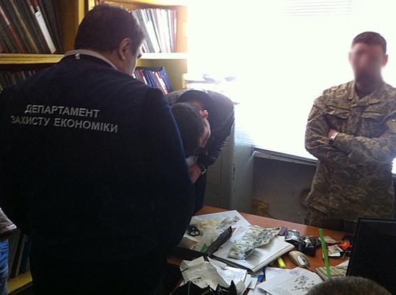 ВЗапорожье вкабинете увоенного комиссара обнаружили печать сгербомРФ