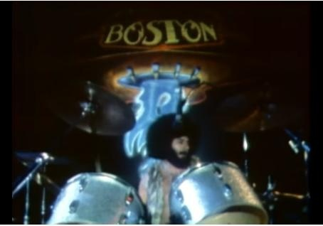 Бывший барабанщик Boston умер вовремя выступления наборту круизного лайнера