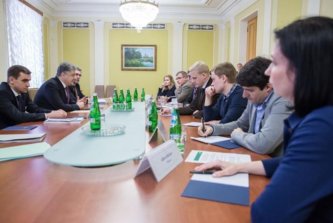 Порошенко подписал закон, освобождающий ряд военных отэ-декларирования