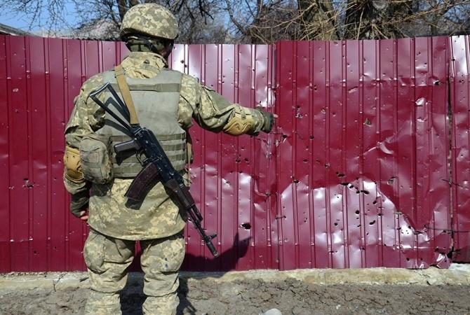 Взоне АТО под Луганским отпули снайпера умер украинский боец,— штаб