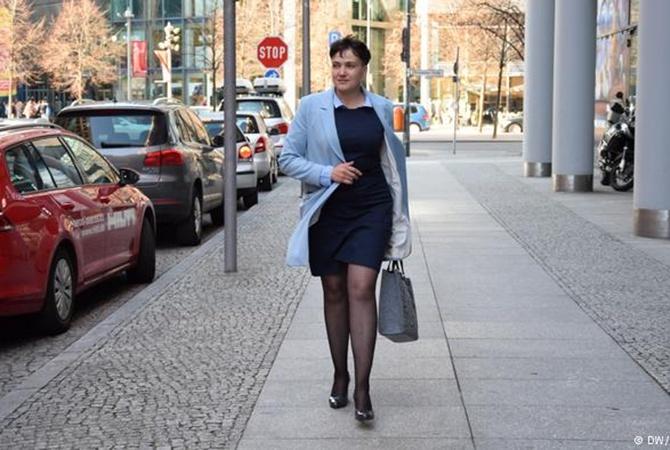Савченко накаблуках вБерлине позировала нафоне «ПТН-ПНХ»