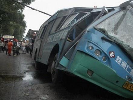 Вмассовом ДТП вКитайской республике столкнулись 40 авто
