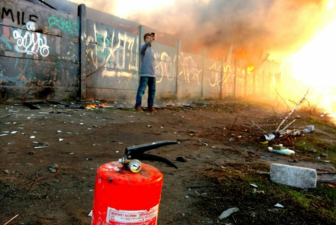 ВКиеве горело складское помещение врайоне «Петровки»