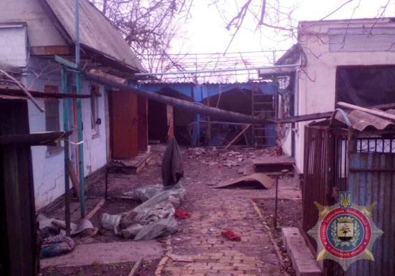 В итоге обстрела Красногоровки повреждены жилые дома