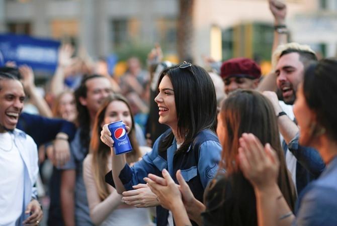 Кендалл Дженнер осудили заучастие вскандальной рекламе Pepsi