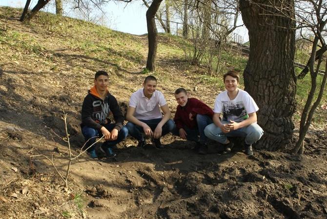 ВЧернигове подростки на ученическом дворе откопали крупный клад