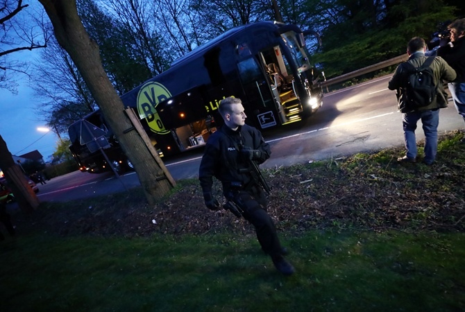 Пострадавший при взрыве футболист «Боруссии» Бартра пропустит 4  недели