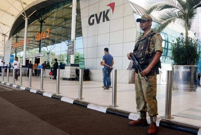 Втрех аэропортах вИндии объявили тревогу из-за угрозы захвата самолетов