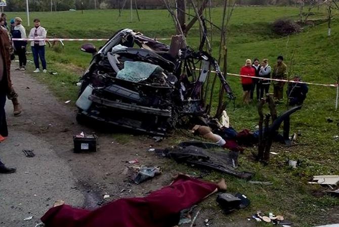 Под Коломыей рейсовый автобус столкнулся слегковушкой: Четверо погибших