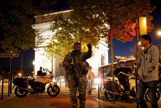 Атака наполицейских встолице франции: детали расследования