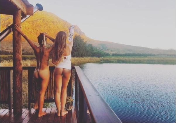 Покажи свою  задницу  на фоне яркого пейзажа – в сети запустили новый флешмоб