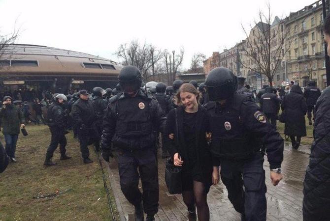 ВРоссии десятки человек задержаны наакции «Надоел»