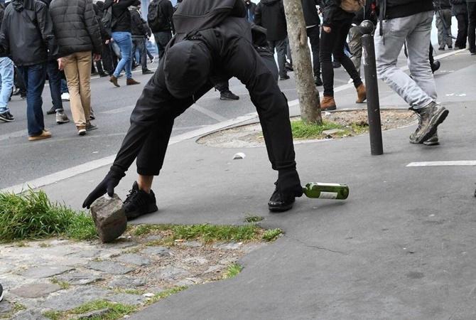 Милиция  применила слезоточивый газ надемонстрации встолице франции