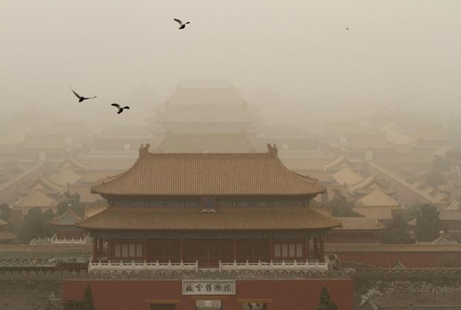 Песчаная буря препятствует вылететь 100 рейсам изПекина