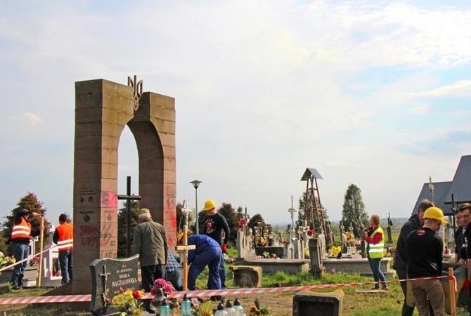 ВПольше демонтируют все монументы УПА