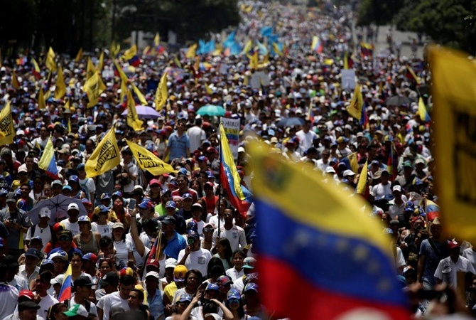 Тысячи престарелых граждан Венесуэлы вышли намарш против руководства Мадуро
