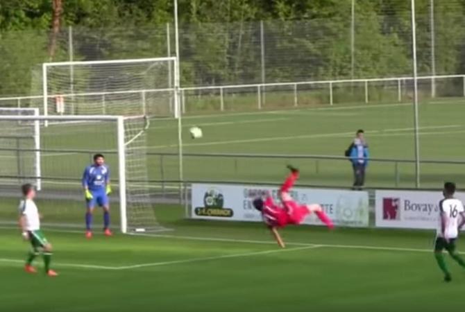 Футболист забил гол всобственные ворота впадении