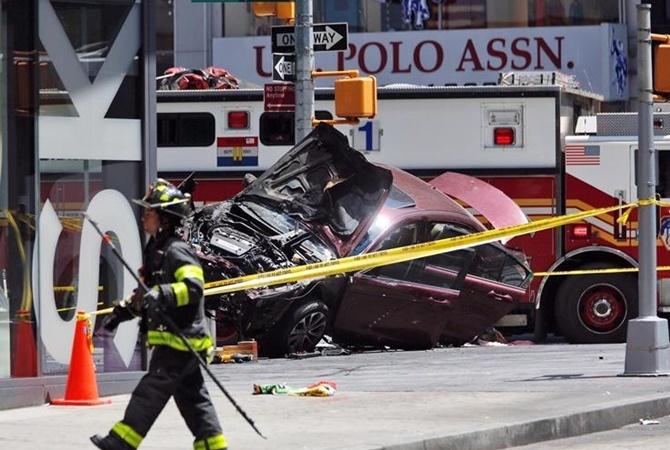 Видео наезда автомобиля напешеходов вНью-Йорке попало вСеть