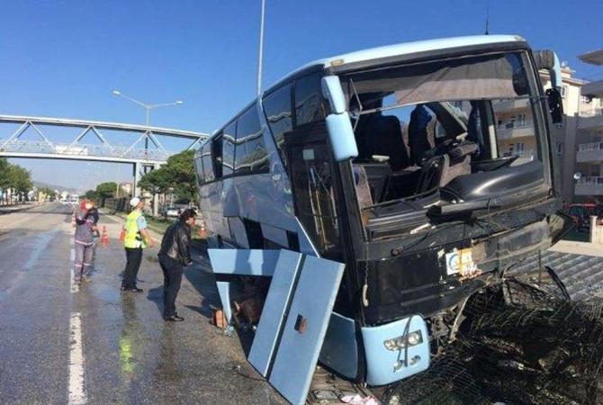 ВТурции автобус сделегатами съезда ПСР врезался встолб