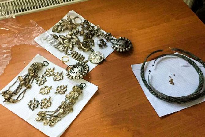 СБУ помешала «черному археологу» вывезти из Украинского государства клад времен Киевской Руси
