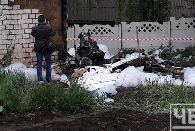 НаЧерниговщине самолет упал в личный дом, пилот умер