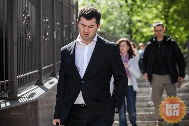 Насиров попросил вернуть ему загранпаспорт, чтобы улететь вСША