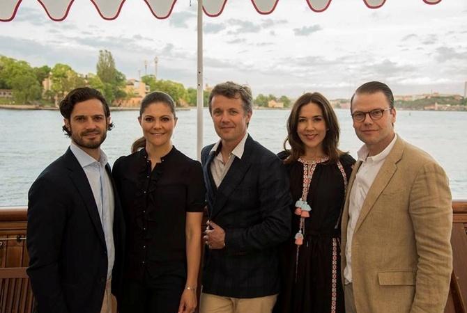 Принцесса Дании засветилась намероприятии вукраинской вышиванке